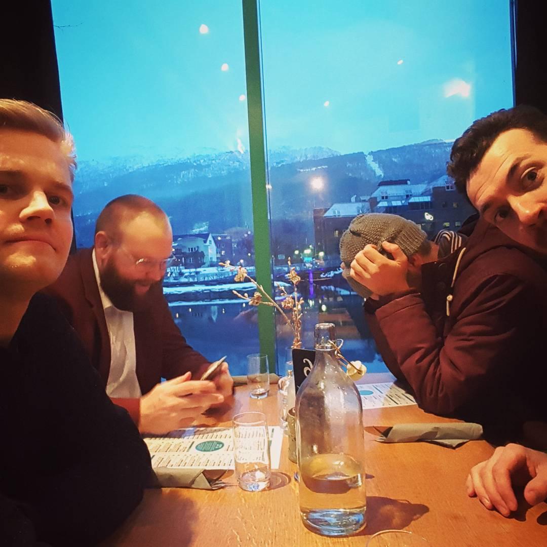 Samtlege småsjuke bakarar klare for konsert på Førdehuset klokka 20! #gamledaga